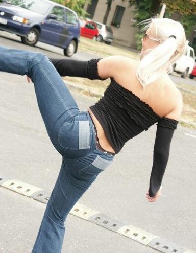 Po Bilder in engen Jeans