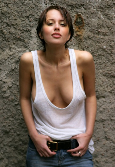 Dicke Titten in einem weissen Shirt