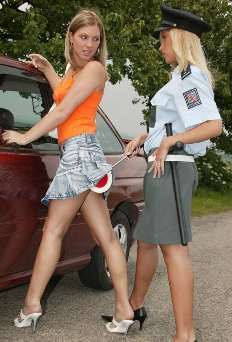 Geile blonde Polizistin nackt