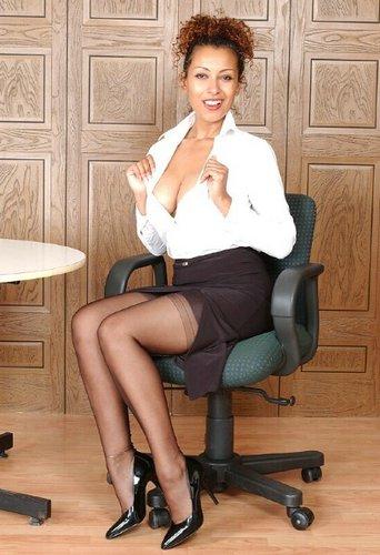 Sekretärin in Nylons