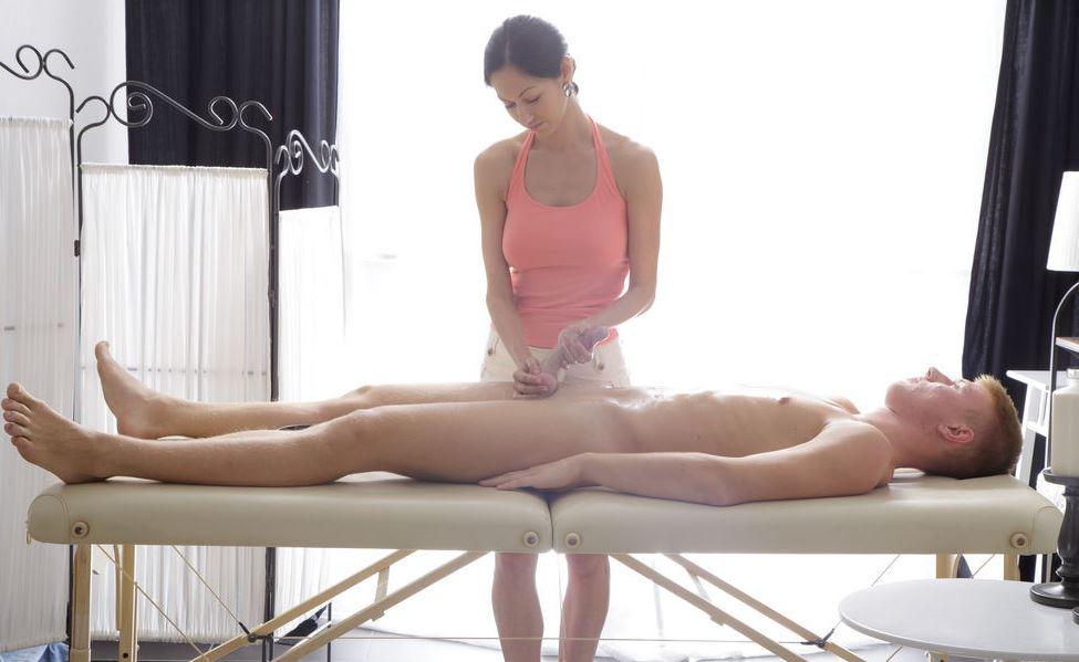 Bei der Erotik Massage den Schwanz gewichst